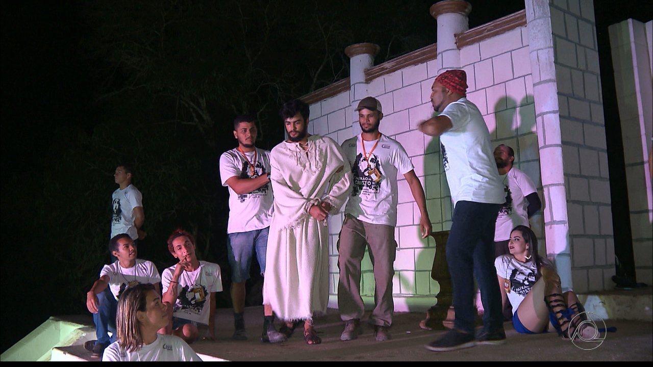 Mais de 300 pessoas preparam Paixão de Cristo no maior teatro ao ar livre da Paraíba