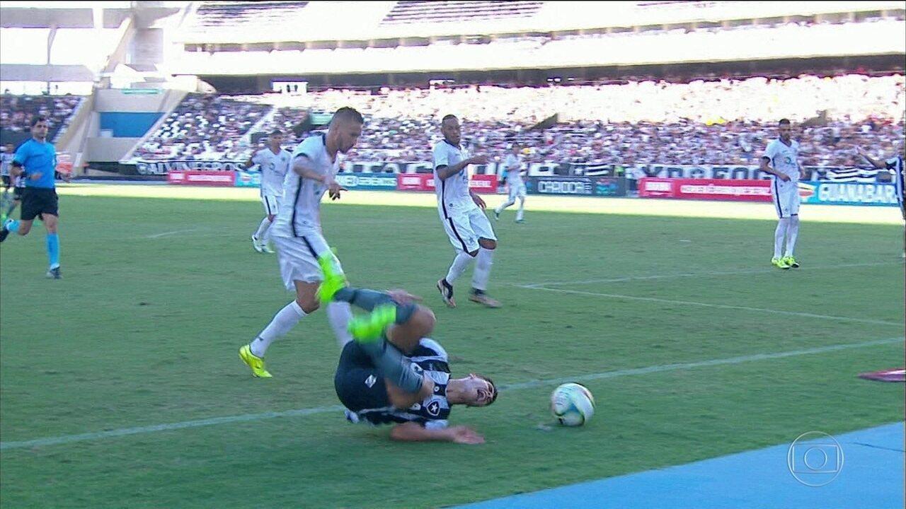 Marcinho rompeu ligamento cruzado do joelho