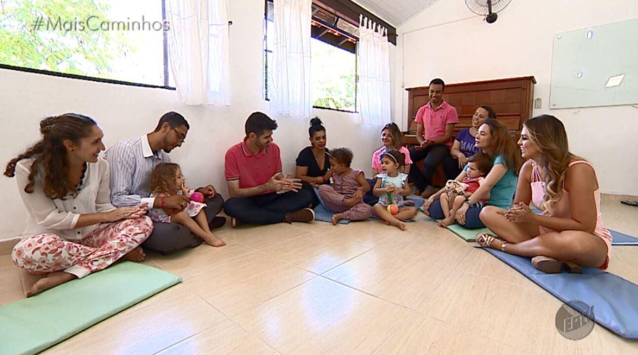 Daniel Perondi e Aline Lima mostras atividades que ajudam no desenvolvimento infantil