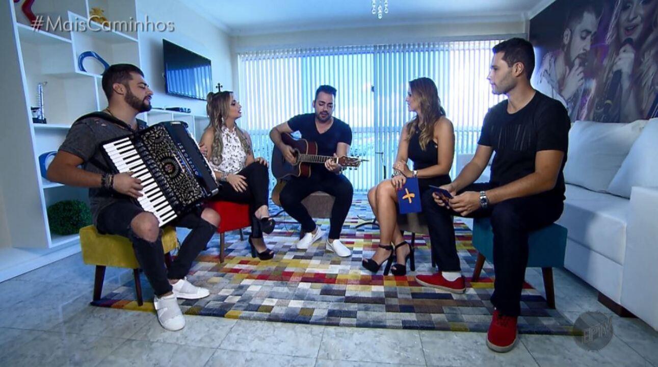 Pedro Leonardo e Aline Lima batem um papo com o trio Villa Baggage