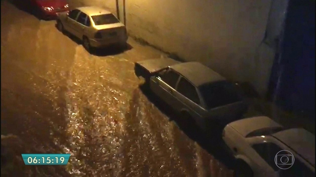 Chuva alaga ruas e avenidas nas zonas Sul e Oeste de SP