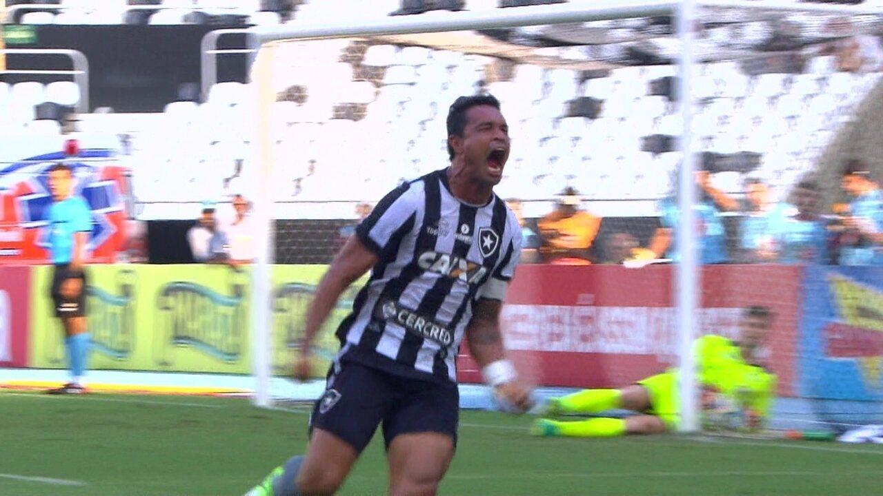 Dudu Cearense faz gol impedido para o Botafogo