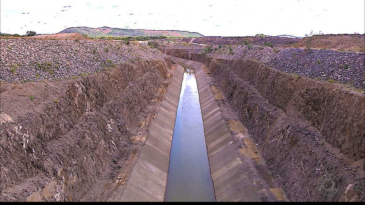 Como está a passagem da água da transposição por Monteiro?