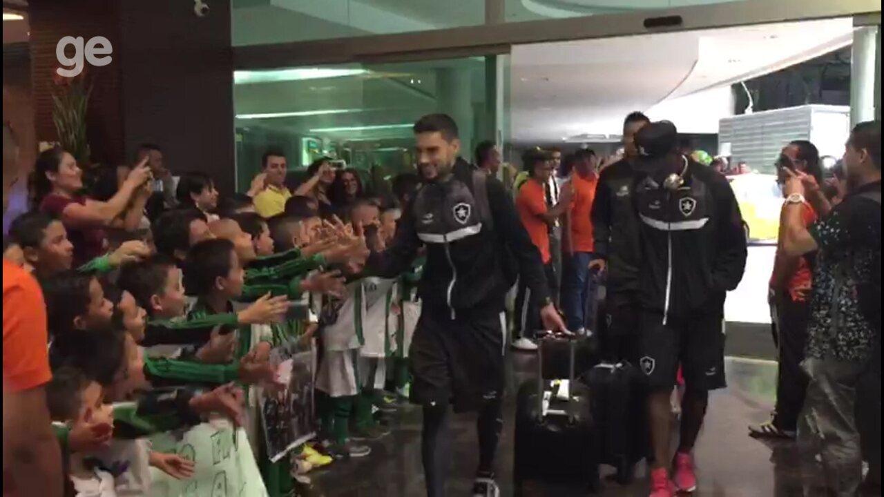 Botafogo é recebido em Medellín com festa e ao som de