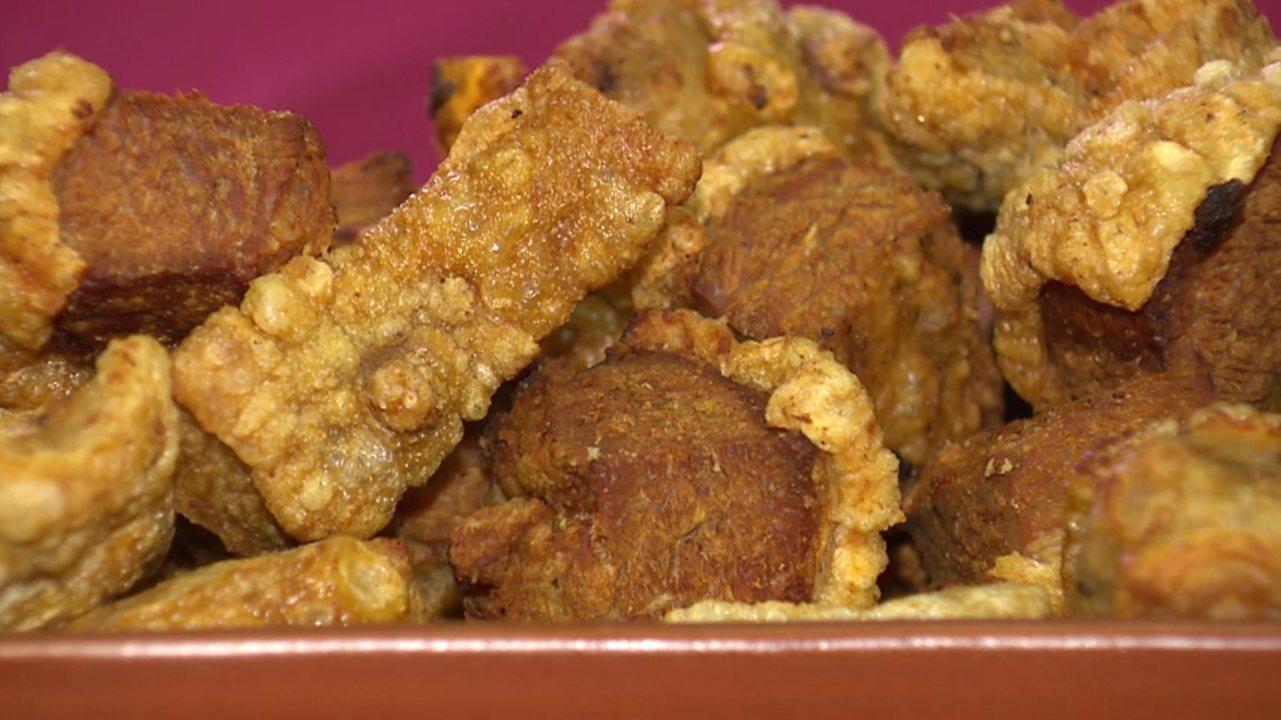 Aprenda como fazer um torresmo crocante e com a carne macia em casa