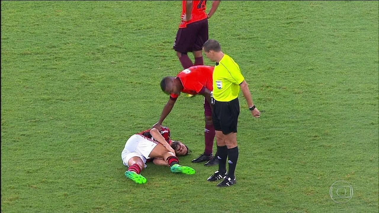 Lesão no joelho afasta Diego do Flamengo de quatro a seis semanas
