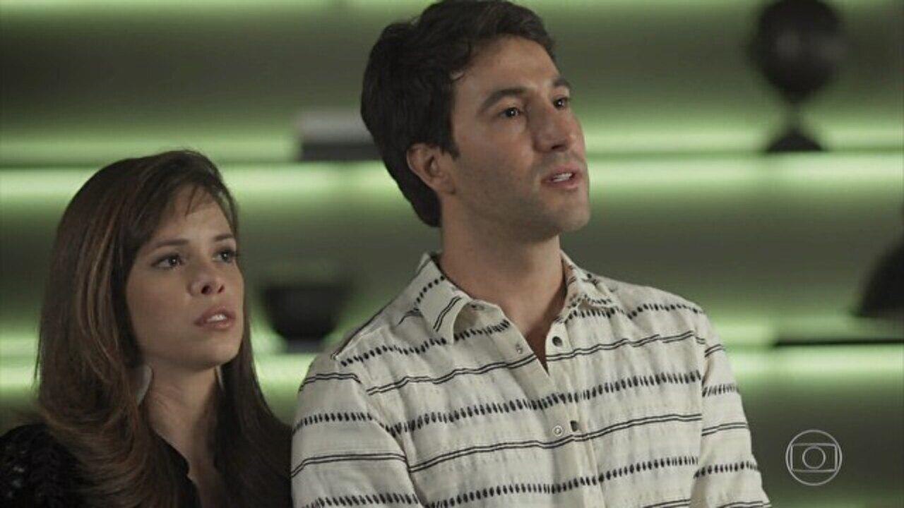 Rock Story - Capítulo de sábado, dia 15/04/2017, na íntegra - Nina e Miro avisam a Lázaro que não o querem mais como empresário