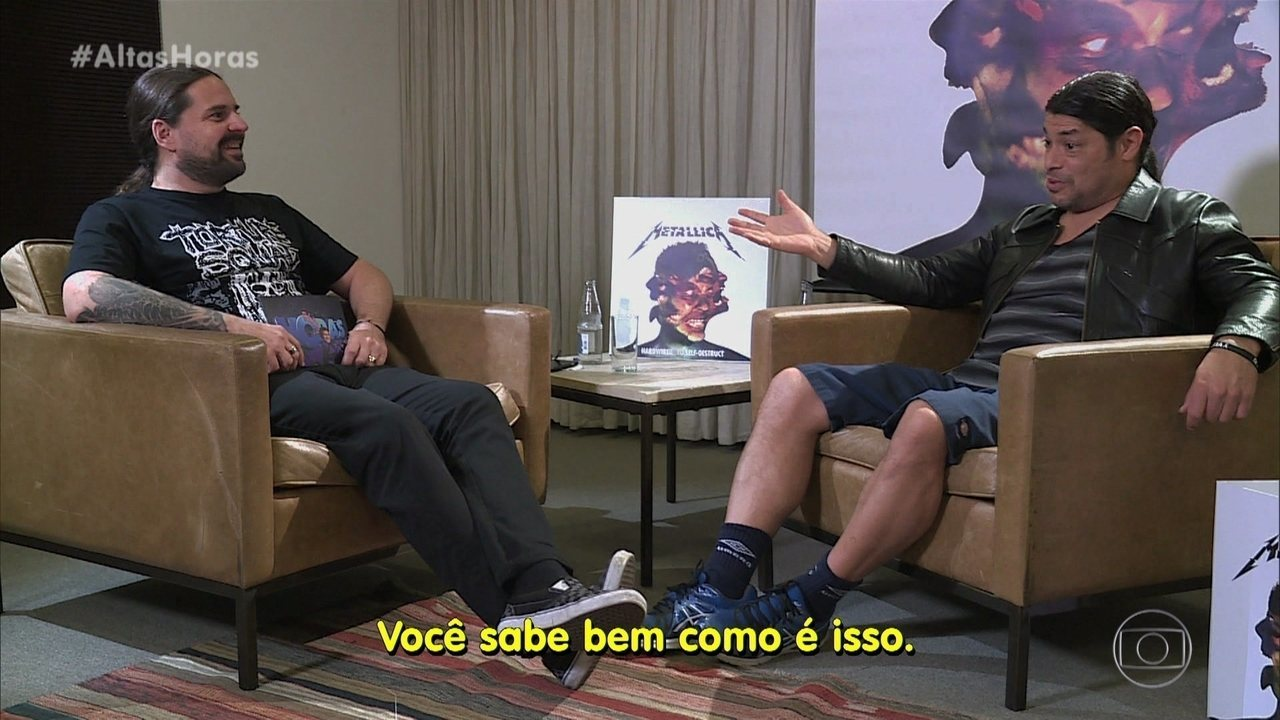 Andreas Kisser conversa com Robert Trujillo, baixista do Metallica