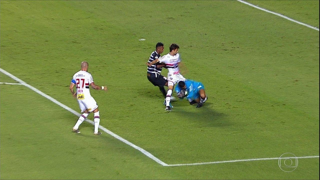 Lance Limpo: veja como Rodrigo Caio fez o árbitro retirar o cartão amarelo de Jô