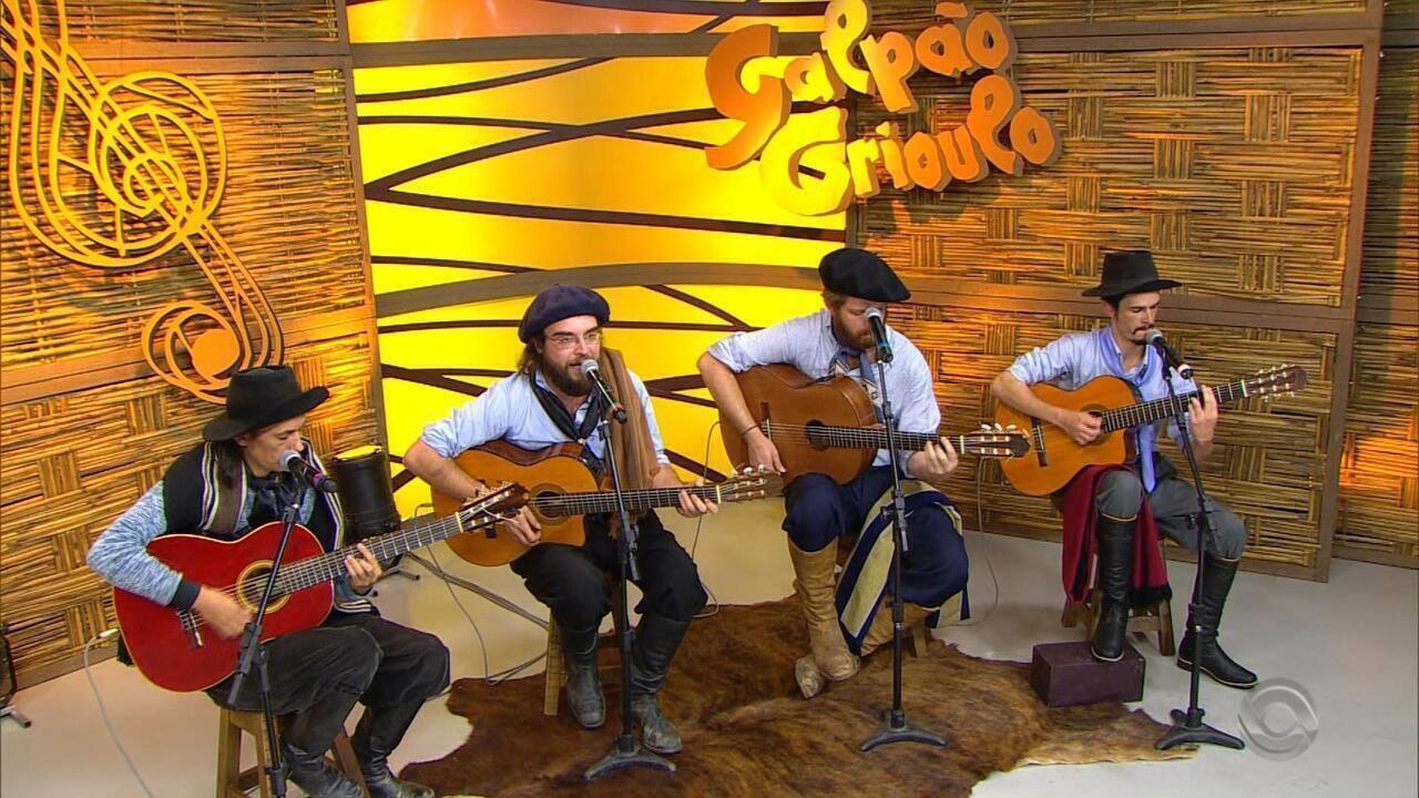 Quarteto Coração de Potro interpreta a música 'Tocando Um Baio Por Diante'