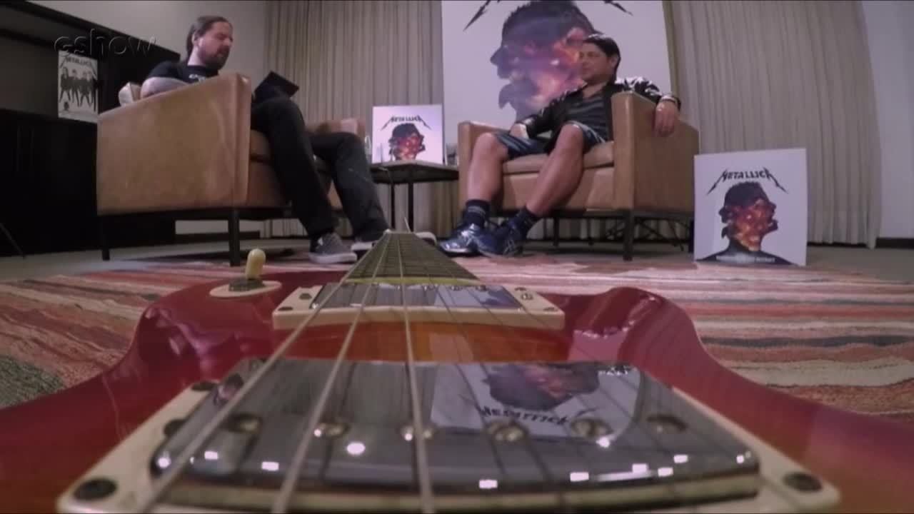 Andreas Kisser conversa com integrantes do Metallica