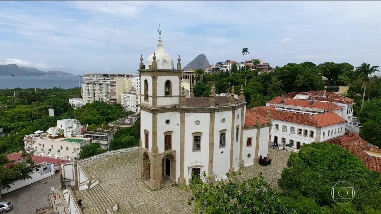 Vista externa da igreja do Outeiro da Glória