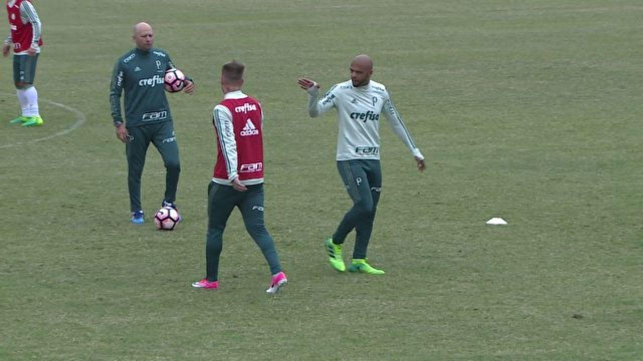 Felipe Melo dá bronca em Róger Guedes no treino do Palmeiras no Uruguai; veja vídeo