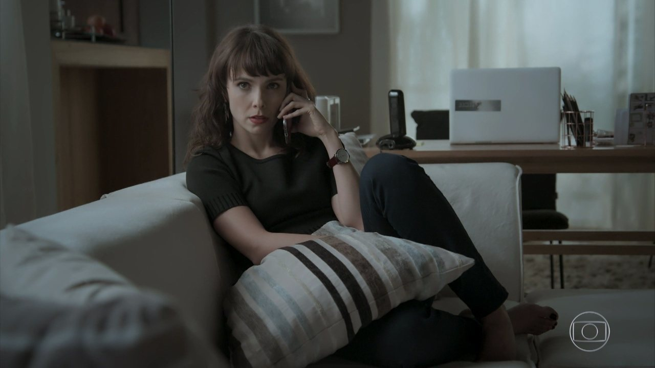Irene liga para a casa de Eugênio e Joyce atende