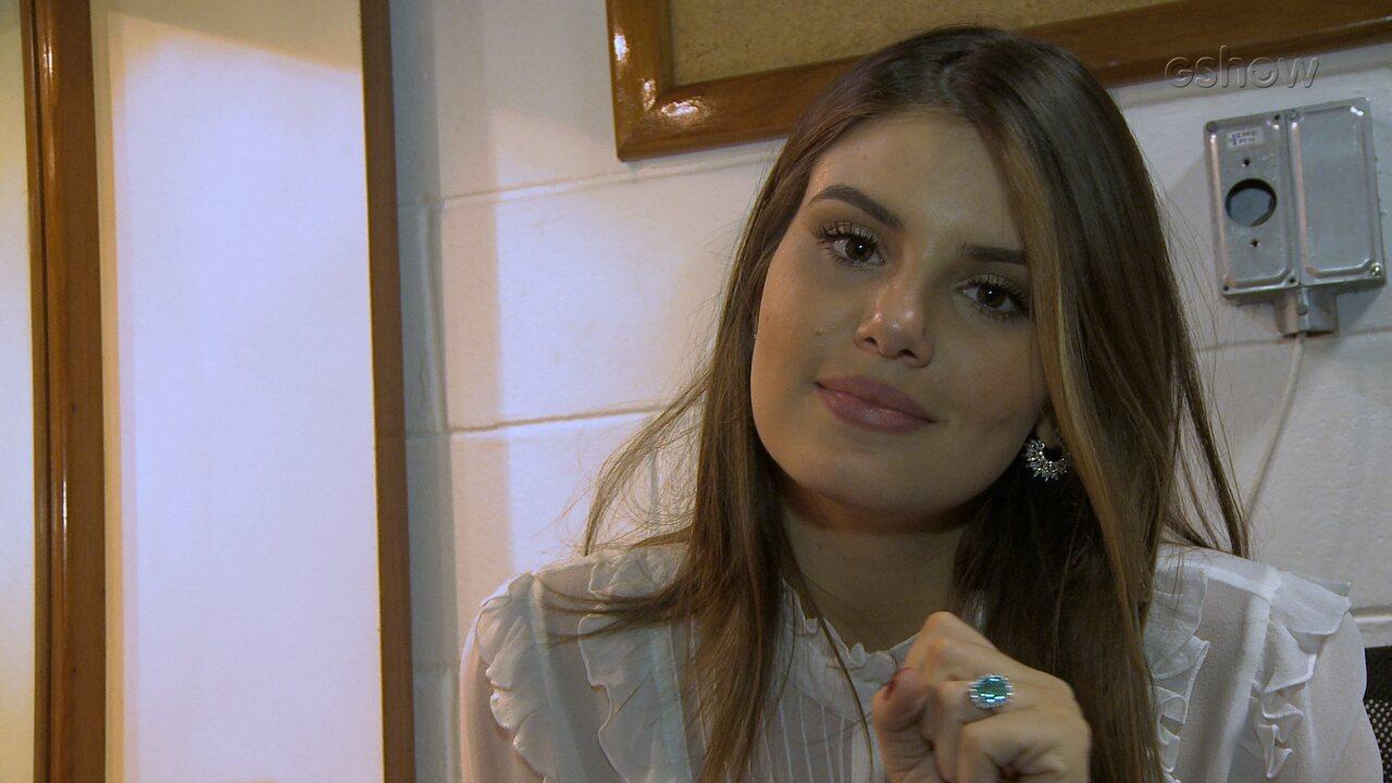 Camila Queiroz pede para Família Lima tocar 'Deu Onda'