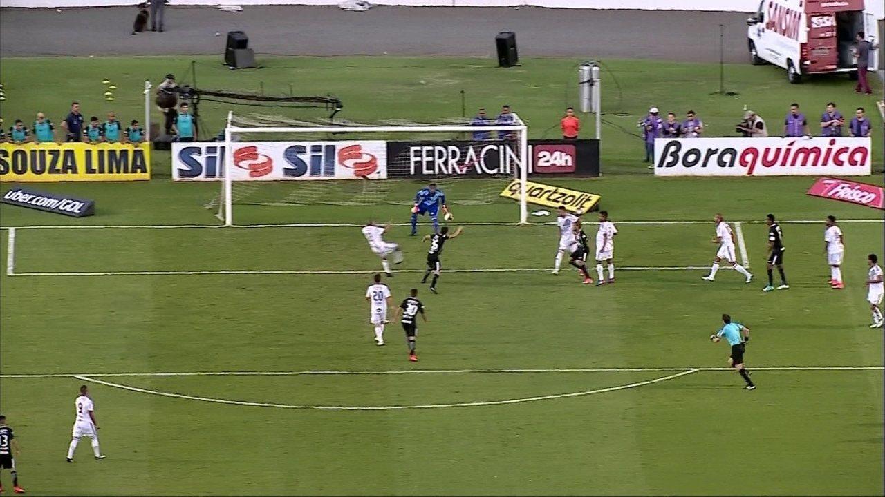Gol do Corinthians! Após lateral, Rodriguinho se antecipa e marca, aos 34' do 2º Tempo