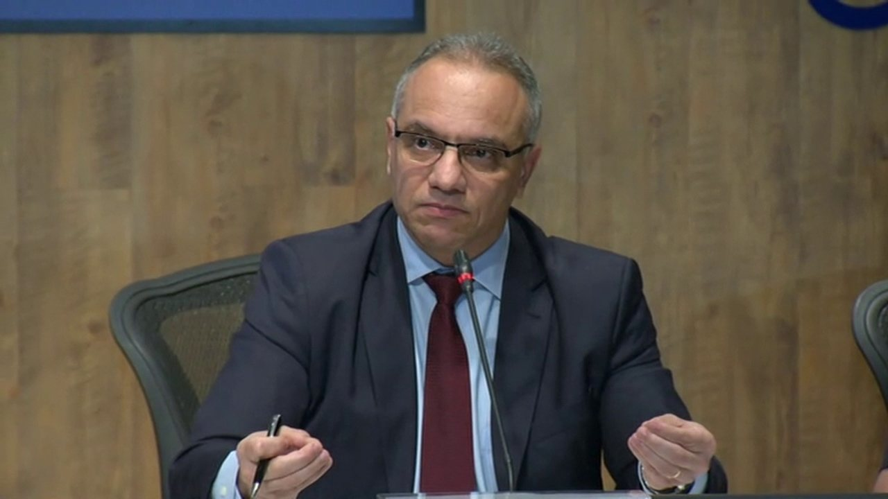 'Não podemos achar normal a apreensão de 32 fuzis', disse Roberto Sá em entrevista após operação desta terça