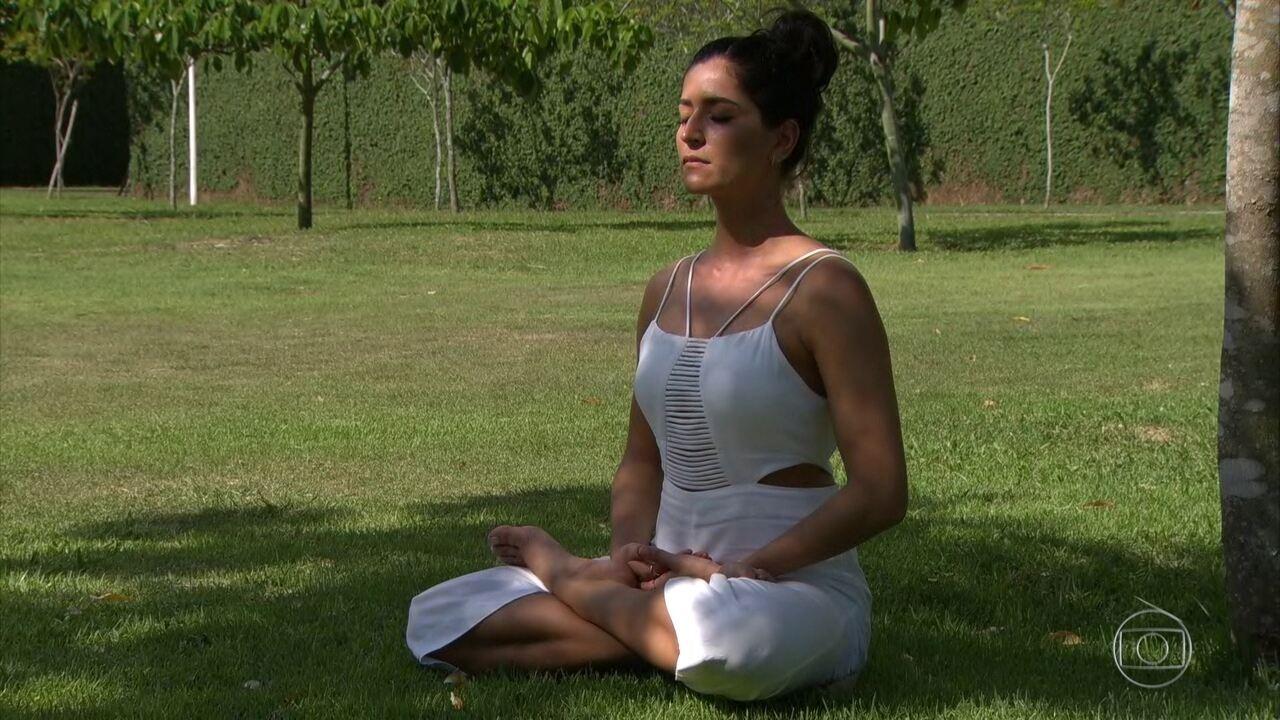 Atriz Maria Joana usa meditação para controlar dor crônica