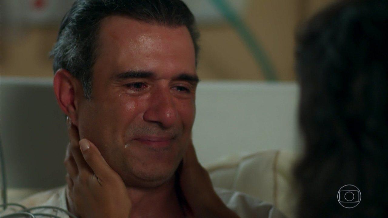 Ricardo diz a Joana que Caio mandava dinheiro para a mãe dela