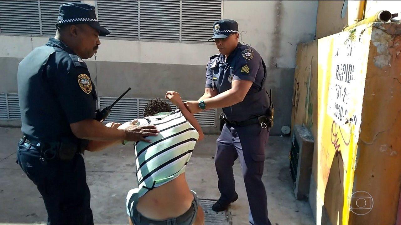 Guarda Civil Metropolitano agride e confisca tudo de um morador de rua