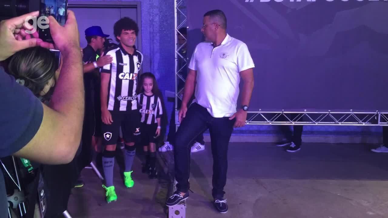 Confira um pouco da festa que rolou no lançamento do novo uniforme do Botafogo