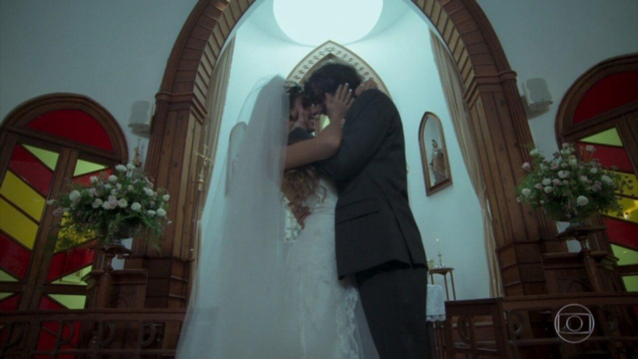 A Força do Querer - Capítulo de sábado, 06/05/2017, na íntegra - Ruy e Ritinha se casam. Leila pede Caio em casamento. Ruy recebe bilhete de Shirley dizendo que Cibele está grávida