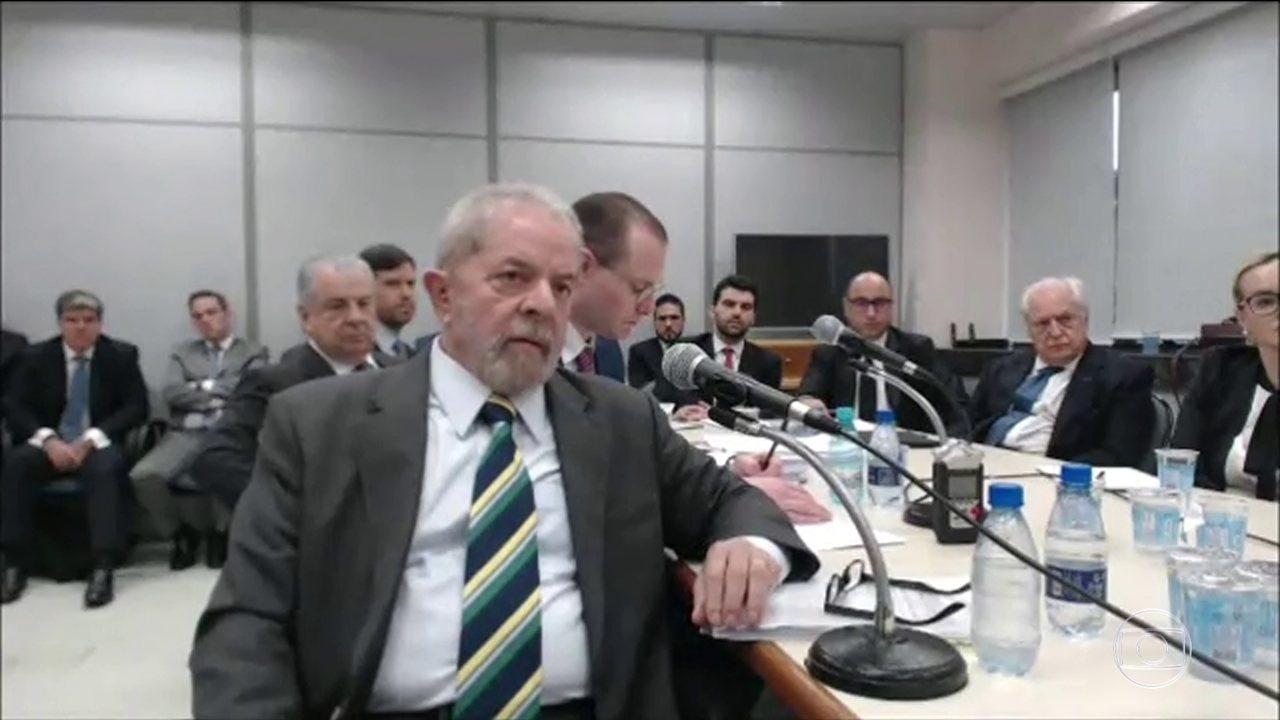 Lula presta cerca de cinco horas de depoimento em uma ação da Lava Jato em Curitiba