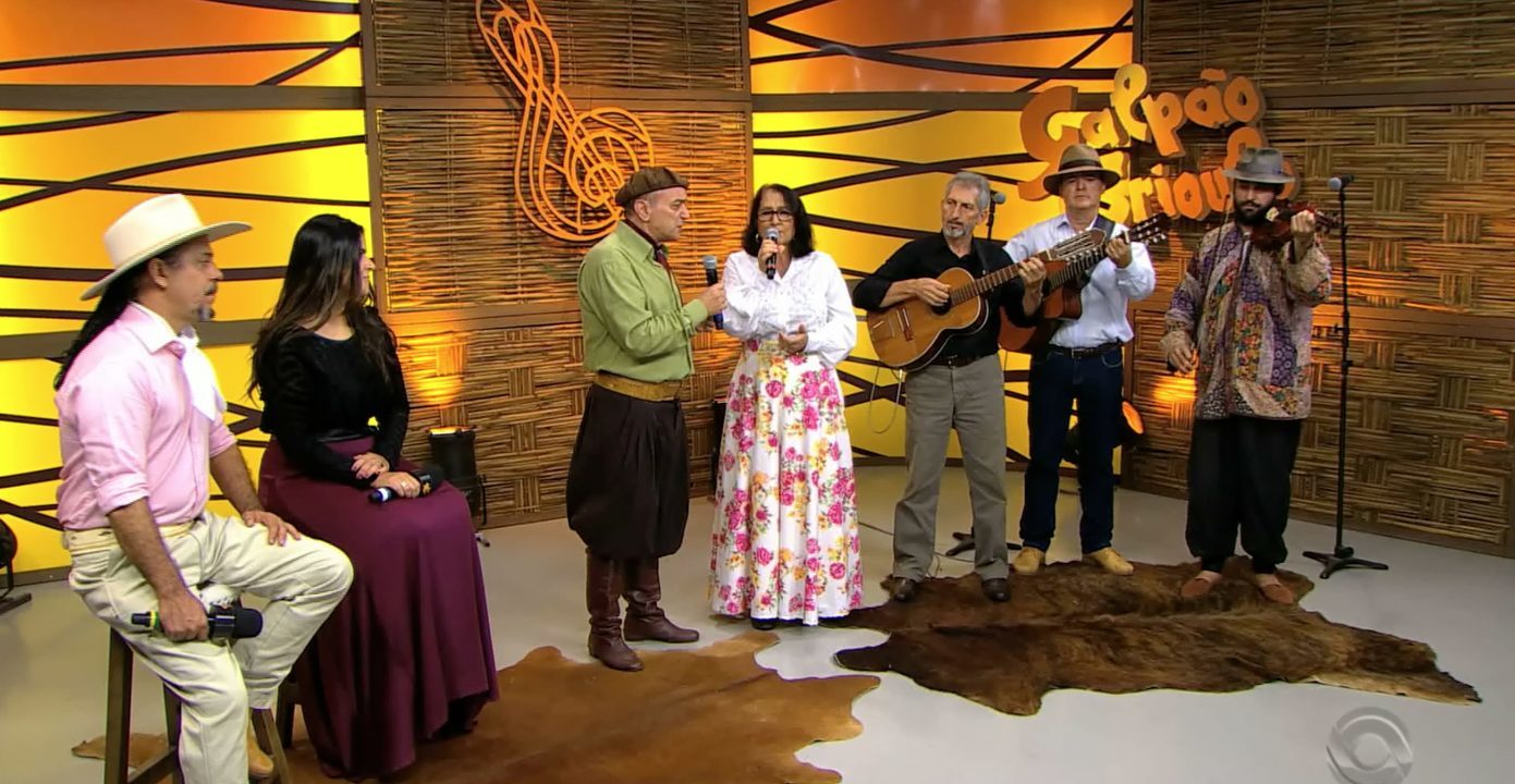 Odilon Ramos canta 'É Minha Mãe' e declama 'No Colo da Mãe' (bloco 2)