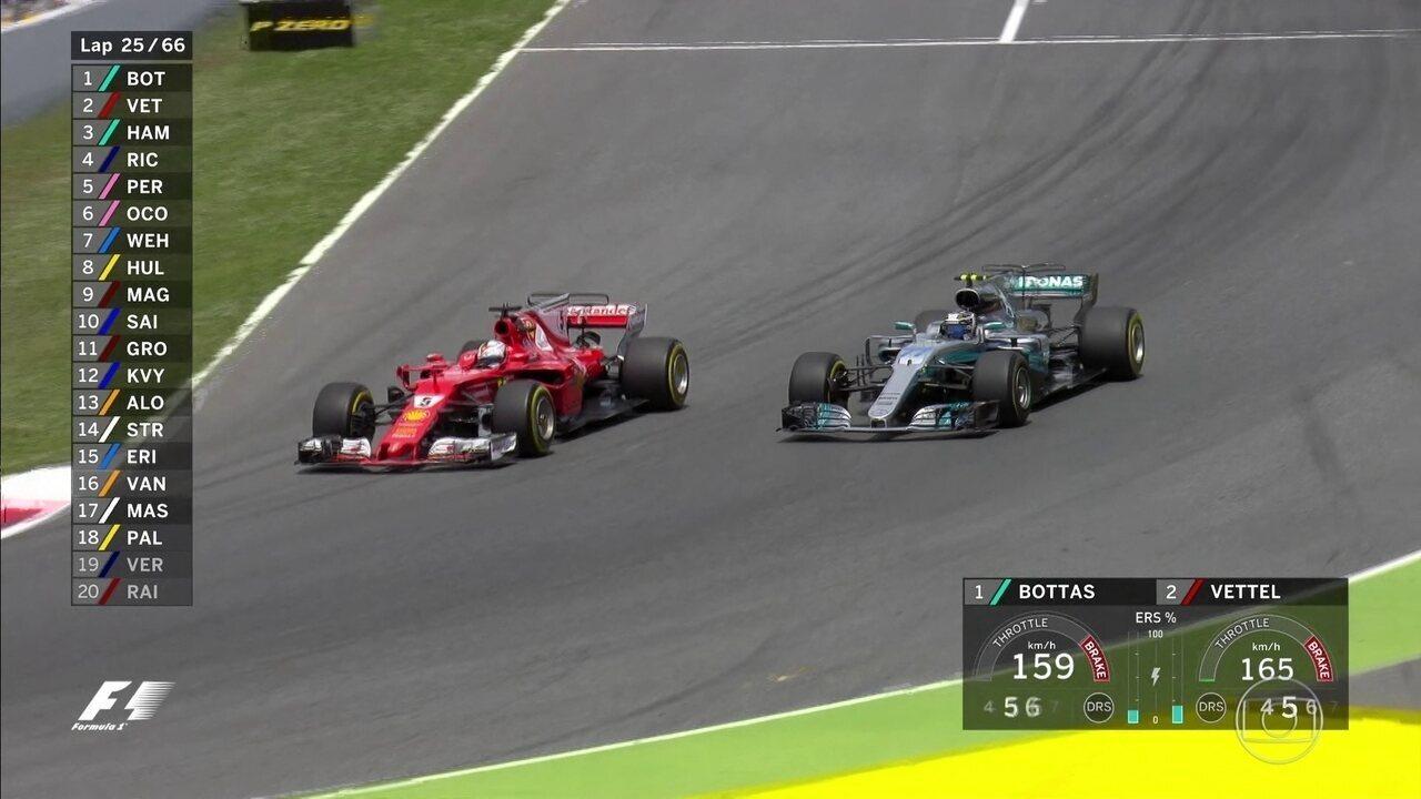 Depis de muita briga, Vettel ultrapassa Bottas e vai partir para cima de Hamilton