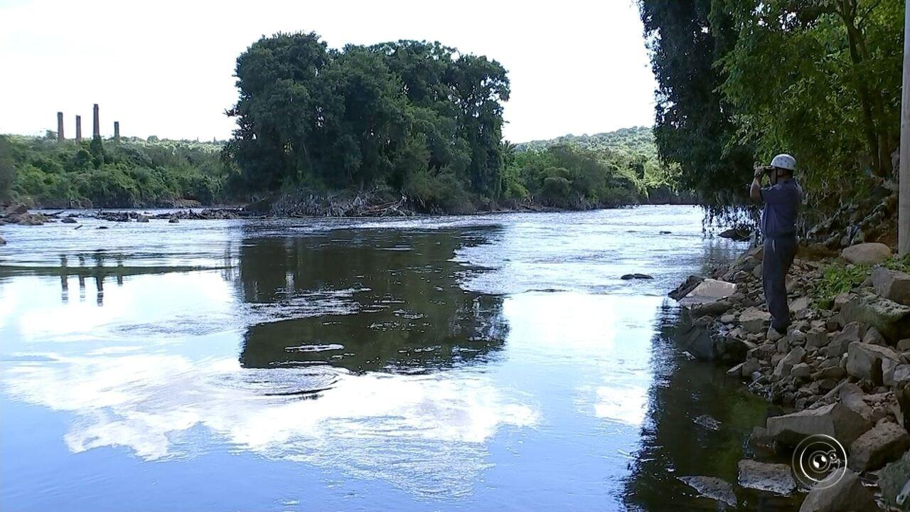 Bombeiros procuram por corpo de adolescente estrangulada e jogada no rio Tietê