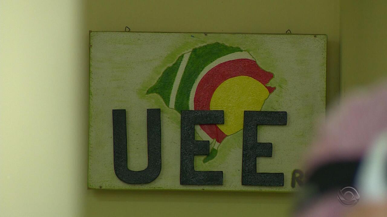 Alvo de investigação, UEE deixa de emitir cartão de transporte e prejudica alunos