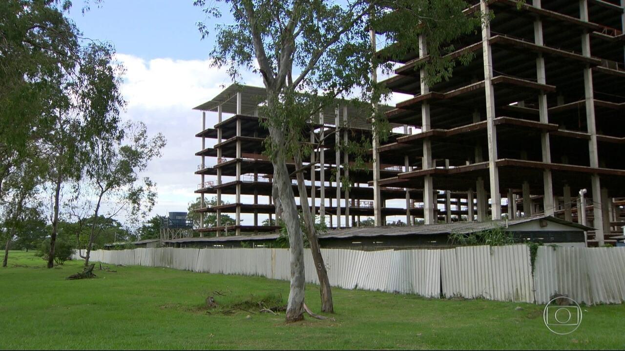 Obra de prédio da UFRJ no fundão está abandonada