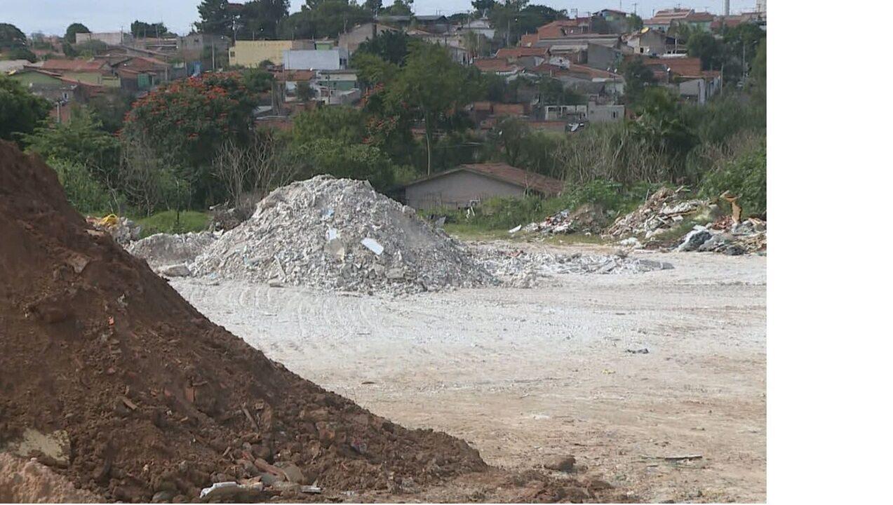 Área de proteção permanente em bairro de Campinas é usada para descarte irregular de gesso