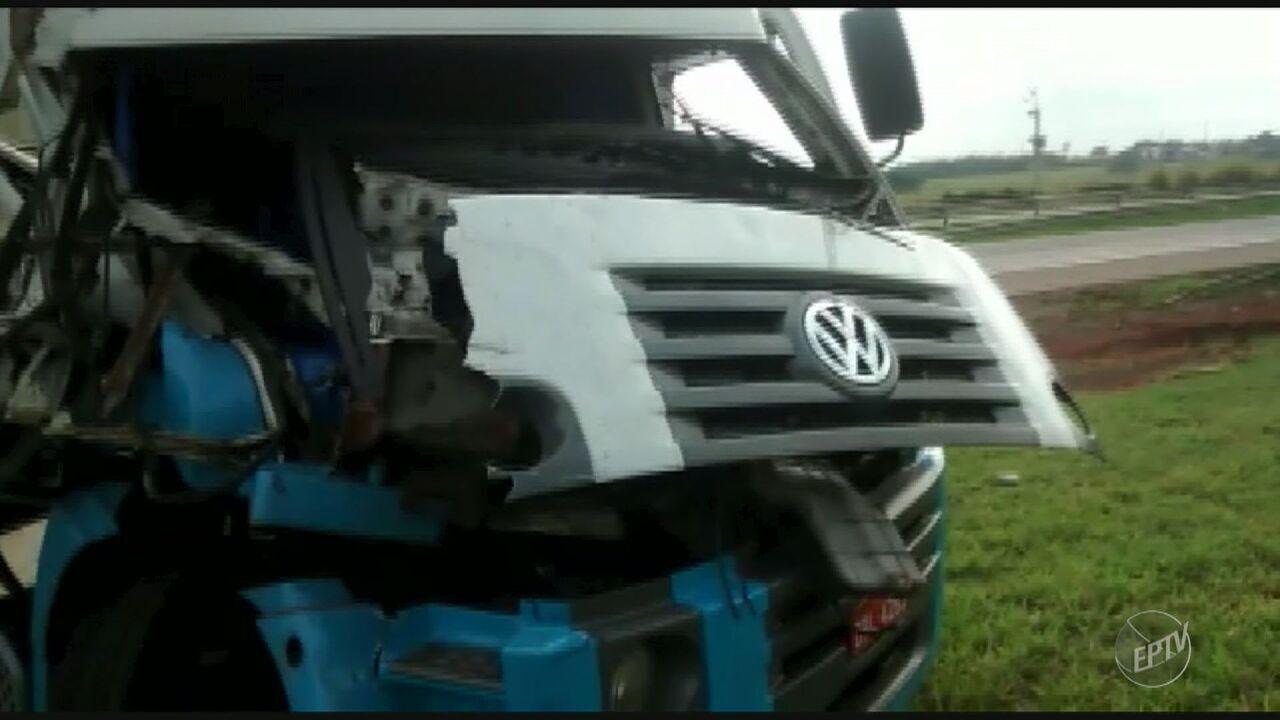 Acidente entre dois caminhões assusta motoristas na Rodovia Luiz de Queiróz, em Americana