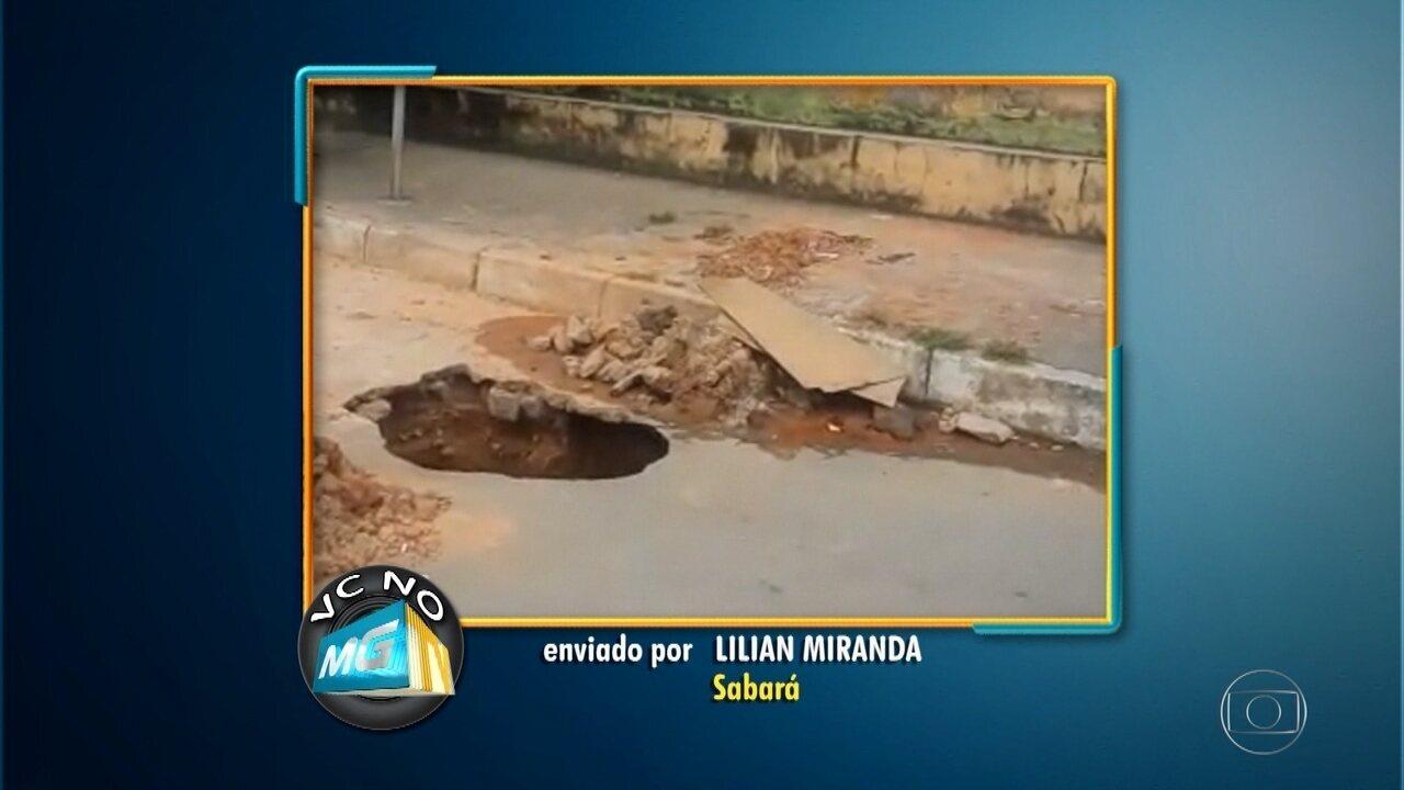 Cratera em frente a creche é motivo de preocupação em Sabará, na Grande BH