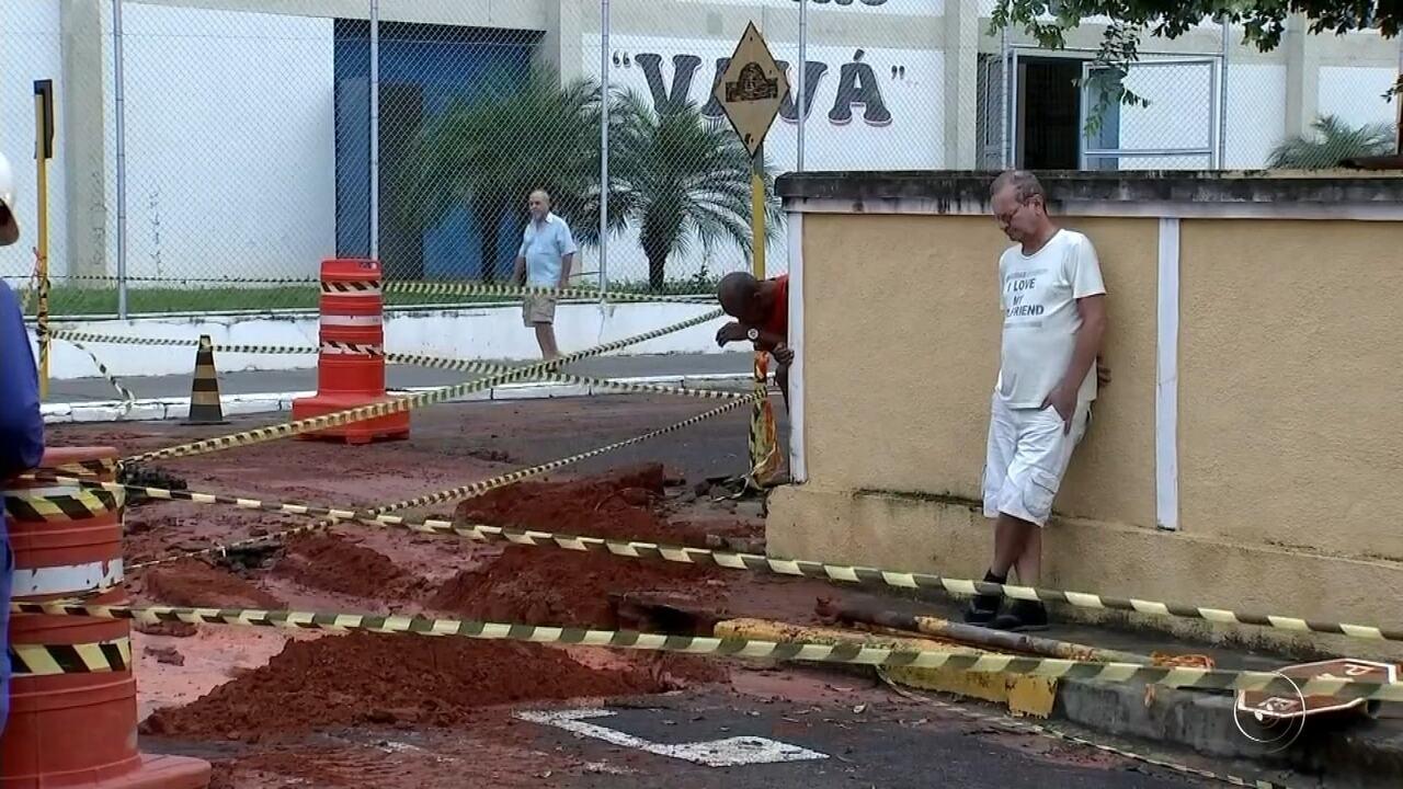 Moradores enfrentam transtornos após rompimento de adutora de água em Araçatuba