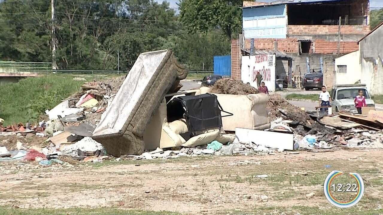 Moradores do Nova Detroit estão preocupados com acúmulo de lixo na praça