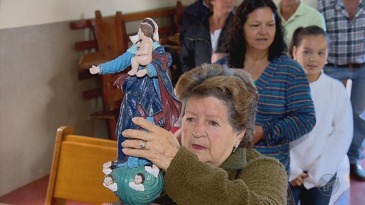 Devolução de imagem de Santa ao altar emociona fieis após roubo em Cristina (MG)