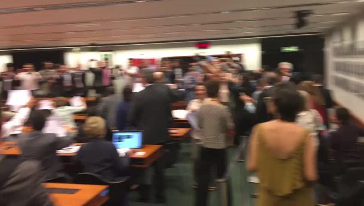 Deputados e senadores do PT pedem saída do presidente Michel Temer e 'diretas já'