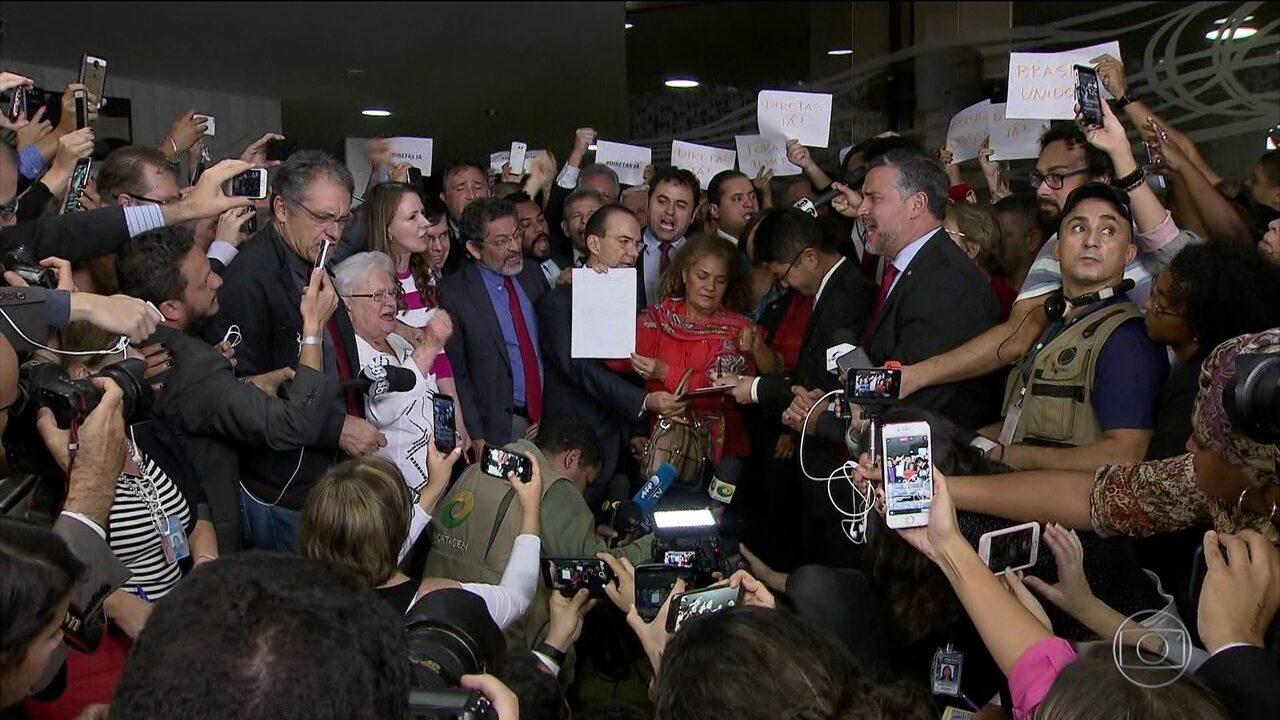 Governo perde apoio de quatro partidos e Temer já tem oito pedidos de impeachment