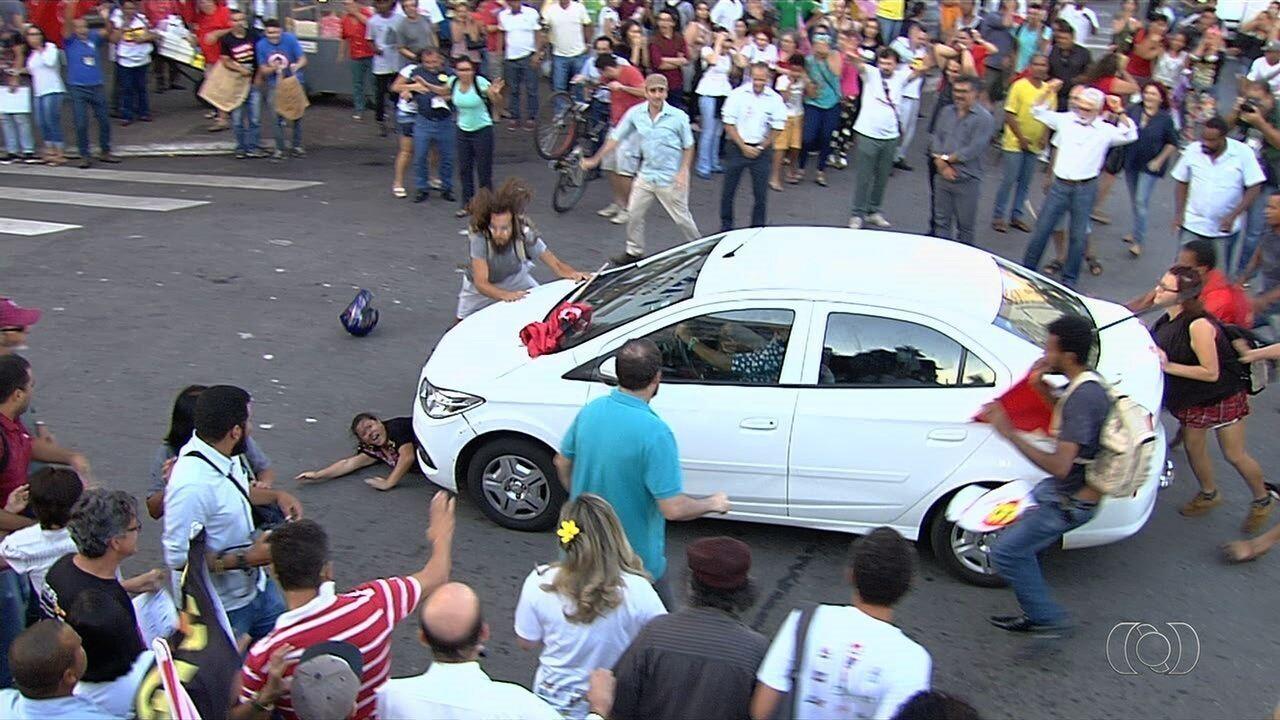 Jovem atropelada durante protesto fala sobre lesões, em Goiânia