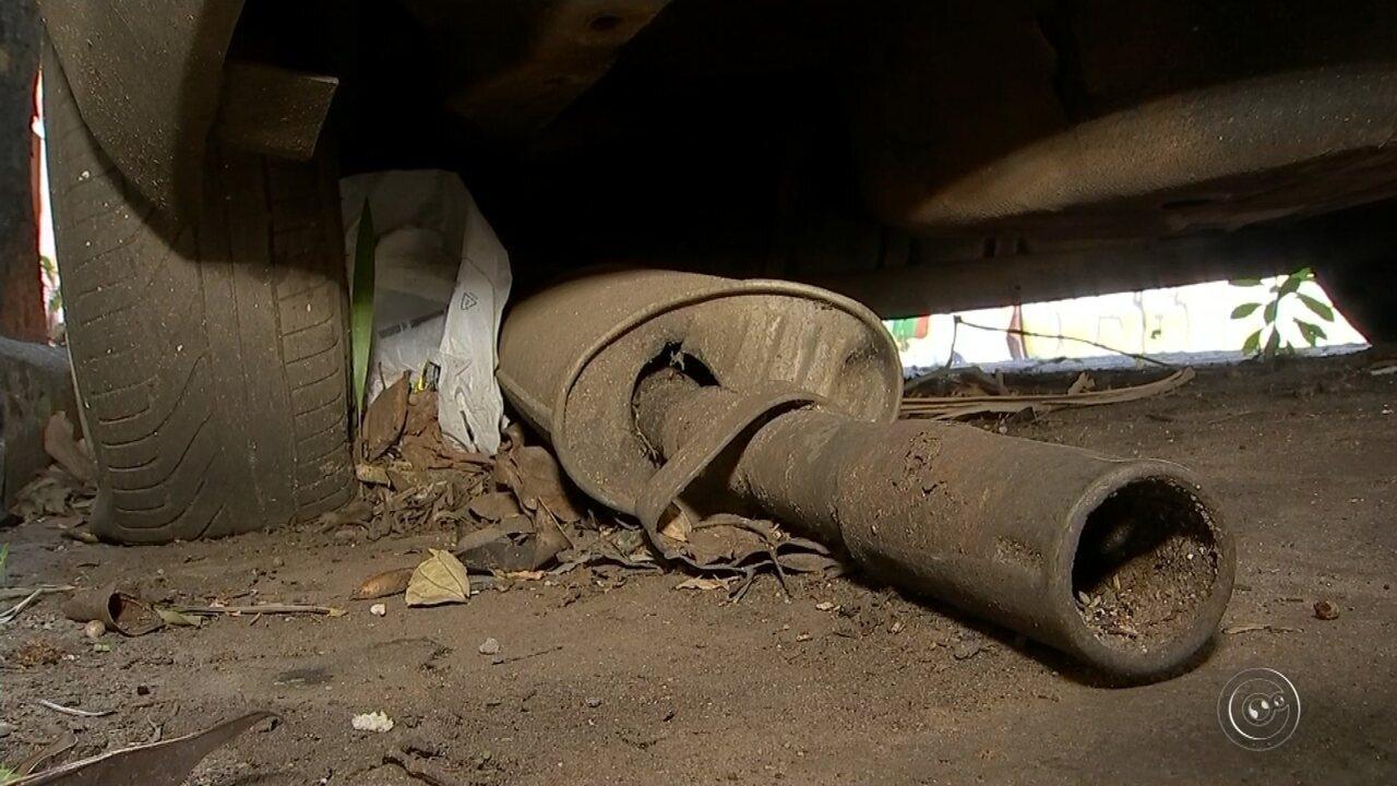 Carros abandonados em Tatuí trazem risco de proliferar mosquito da dengue