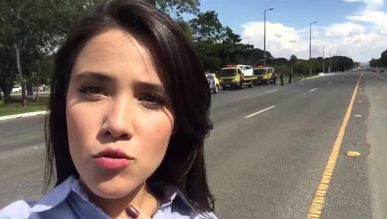 Acidente grave interdita Eixão Sul, no DF; motorista levava bebidas no carro