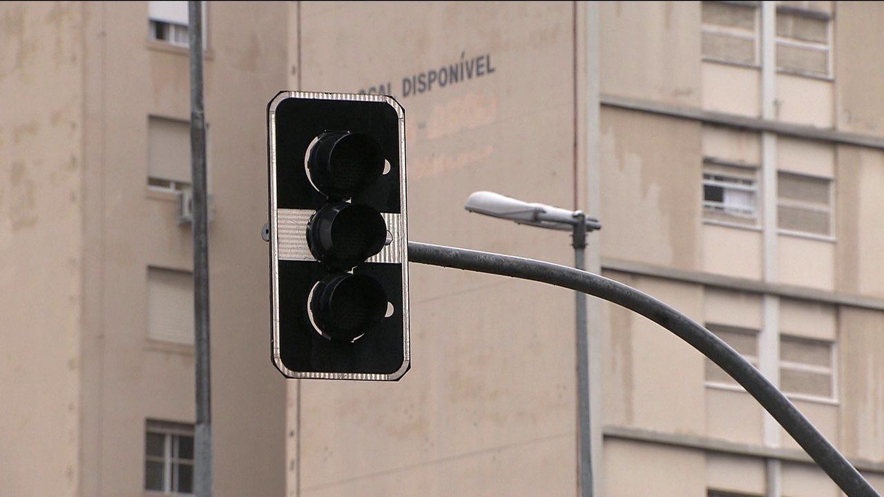 Cento e dezoito semáforos param de funcionar na capital