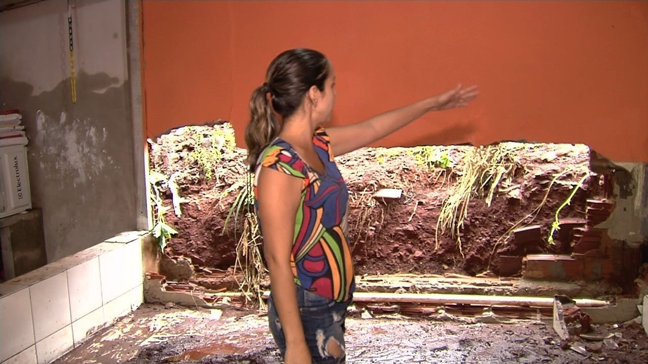 Moradores do Jardim Guanabara têm casas inundadas pela chuva em Goiânia