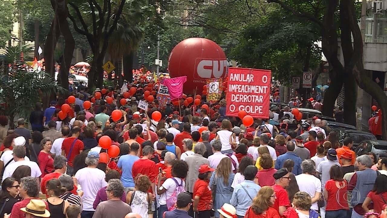 Ato em Belo Horizonte pede 'fora Temer' e 'diretas já'