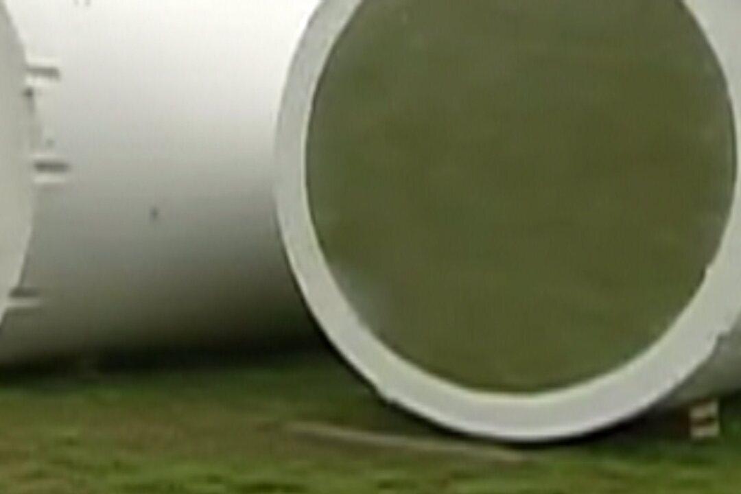 Problemas na coleta do esgosto atrapalha rotina de moradores do Parque Morumbi