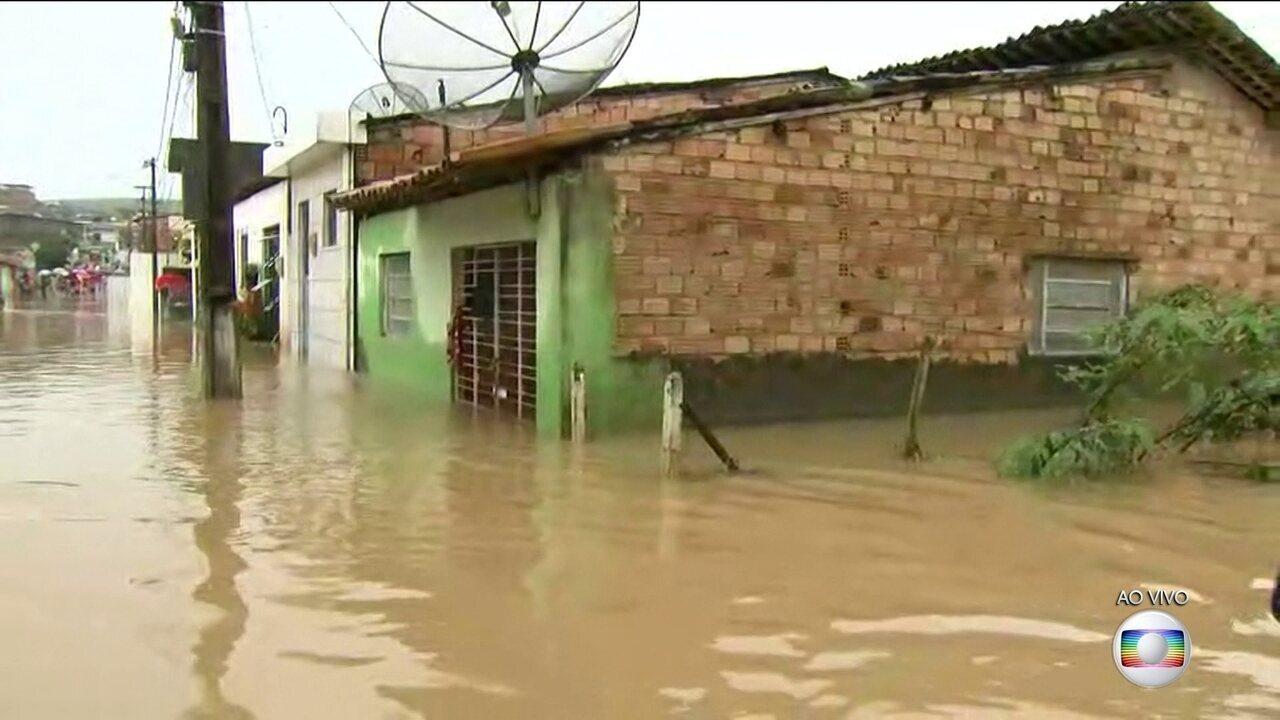 Chuva arrasa cidades de Pernambuco, Alagoas e Rio Grande do Sul