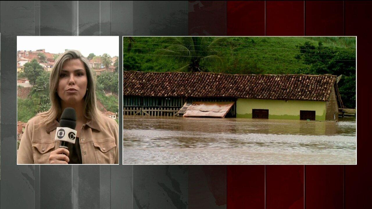 Mais de 4 mil famílias tiveram que deixar as casas em Alagoas depois do temporal