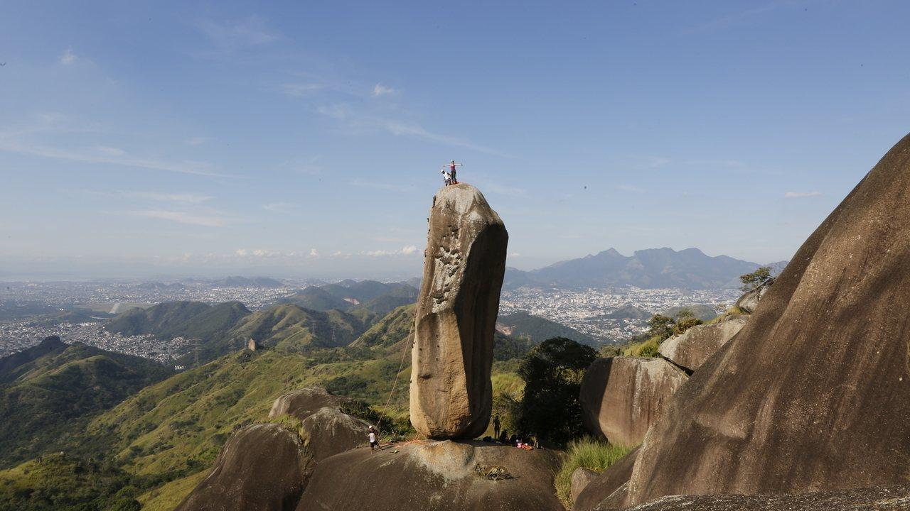 G1 visita Pedra do Osso, sucesso na web por desafiar a gravidade e se 'equilibrar' de pé